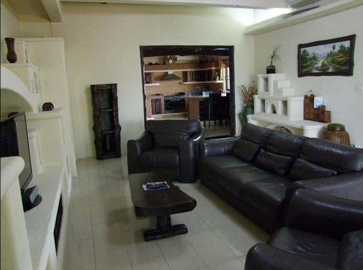 Executive Home Beside Golf Course for Rent