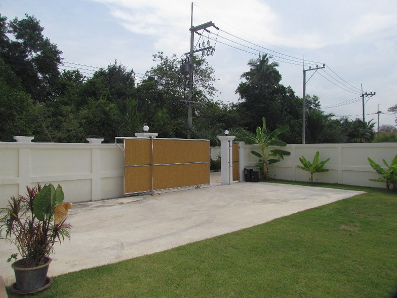 Big Land 2 Story House for Rent in East Pattaya
