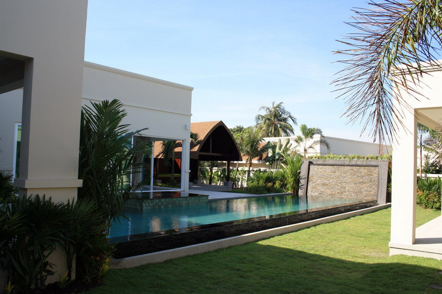 QUICK SALE!!! Luxury Homes for Sale, Pattaya Thailand