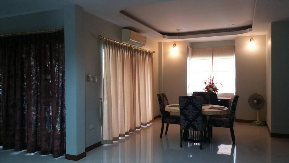 2 Story House 4 Bedrooms For Rent in East Pattaya